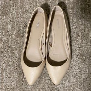 Express Cream/light beige pointed toe flats